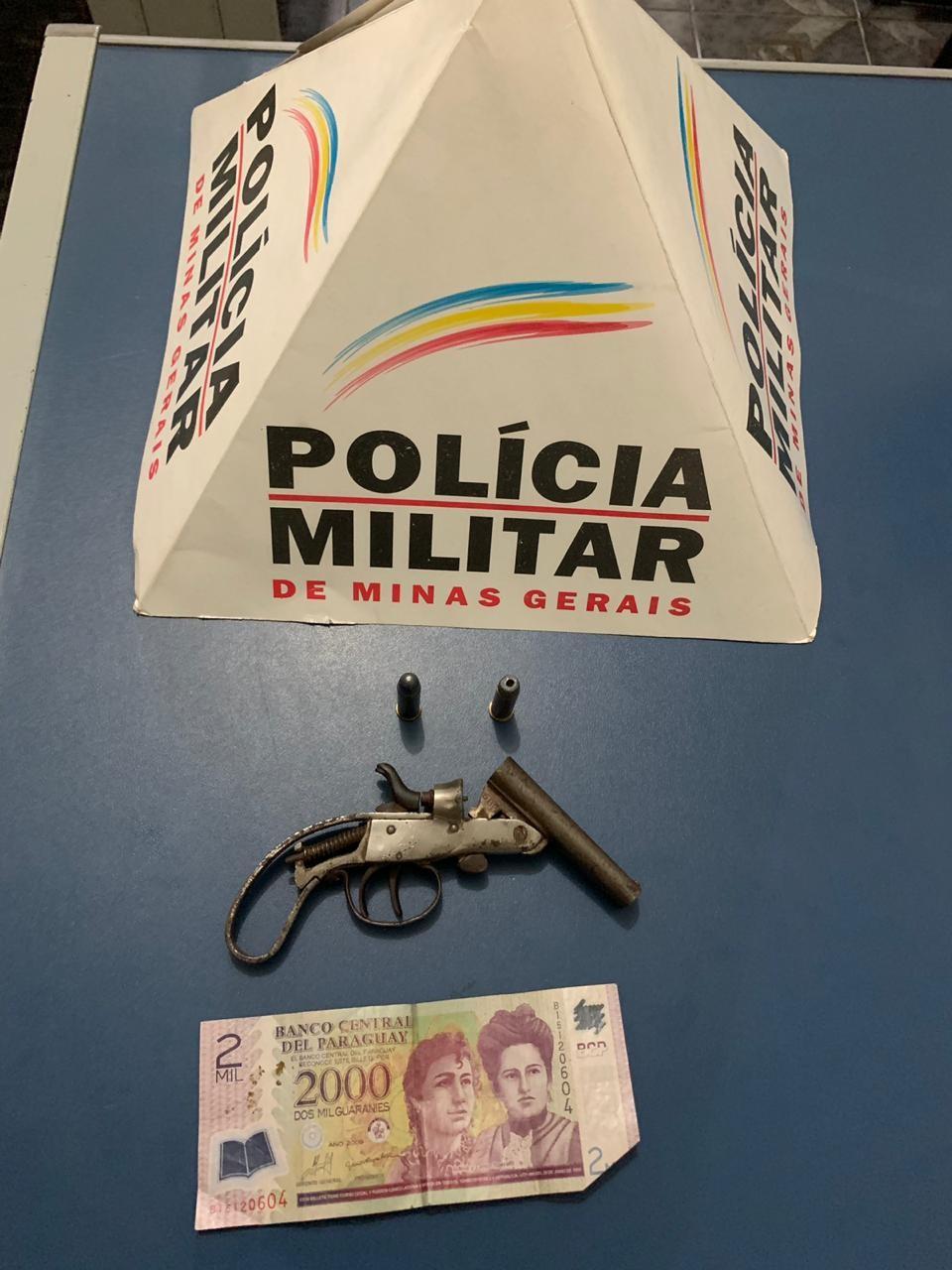 Arma e dinheiro paraguaio são apreendidos após denúncia em Igaratinga - Notícias - Plantão Diário