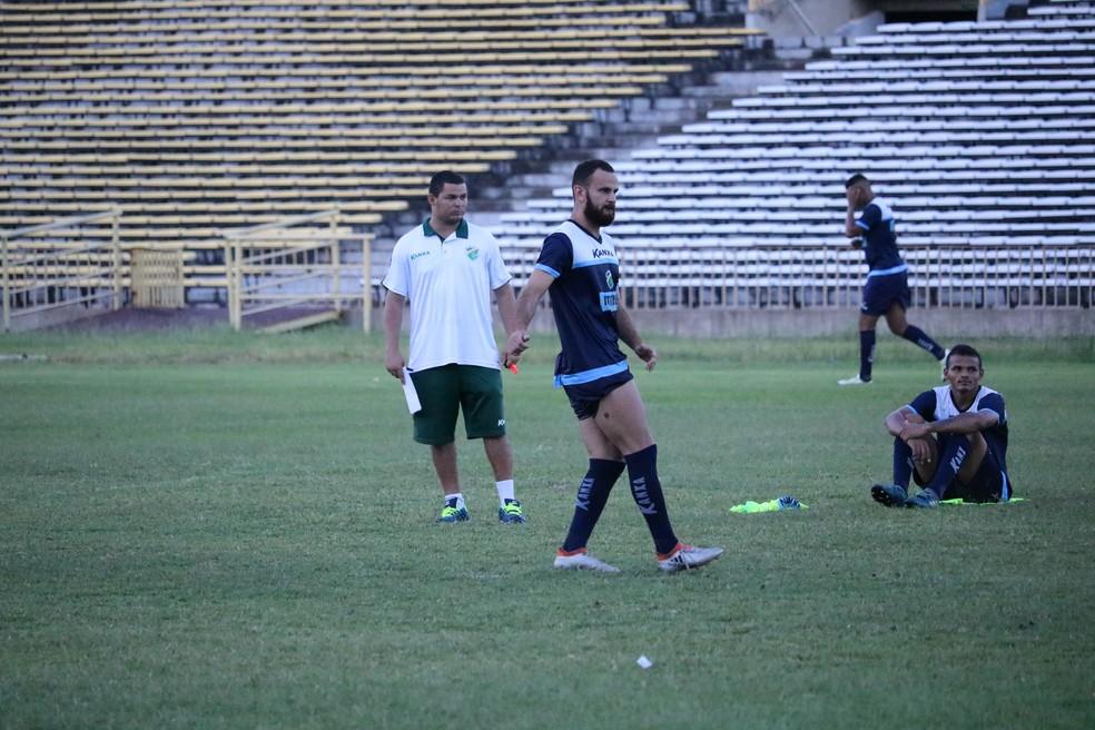 Sem Manoel, Klenisson pode ser titular no ataque do Altos pela primeira vez (Foto: Wenner Tito)