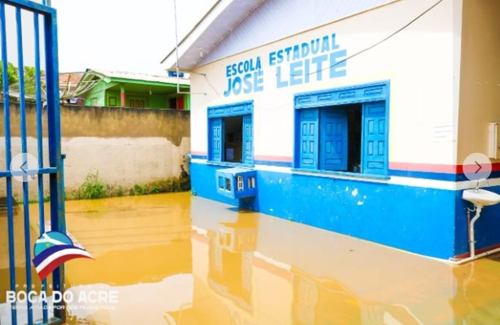 Escola alagada em Boca do Acre, no Amazonas — Foto: Divulgação