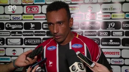 """Eduardo vê equipe com """"moral elevada"""" e reforça importância de Flávio Araújo na mudança do time"""