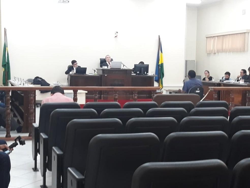 Jovem é julgado por matar a mãe com uma facadas nas costas, em Porto Velho.  — Foto: Divulgação/TJRO