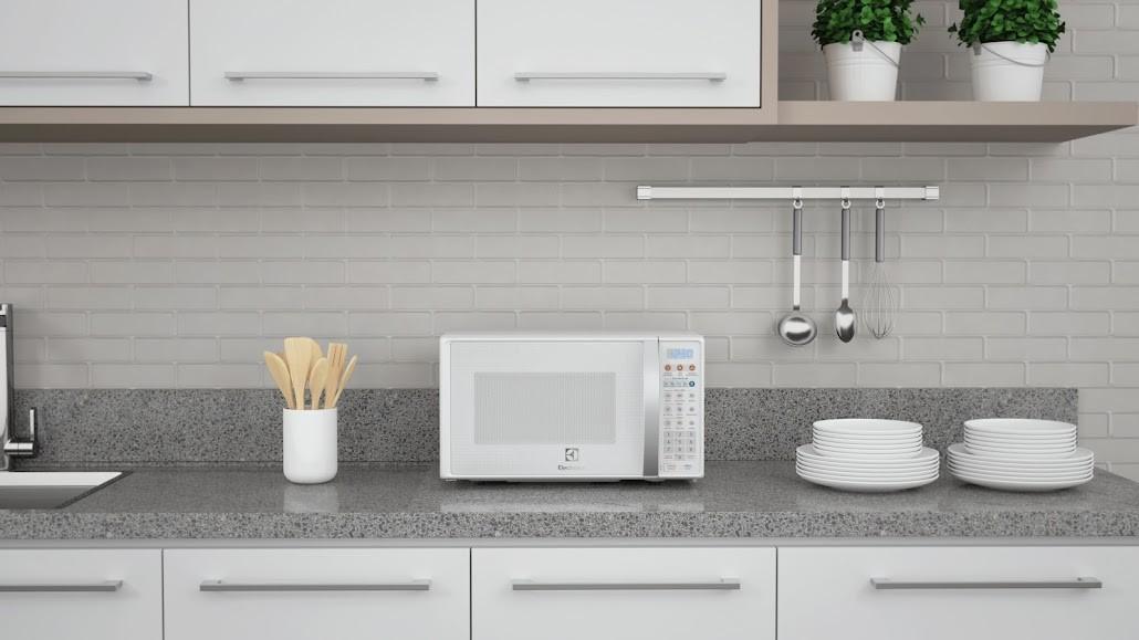 Confira dicas práticas para limpar e conservar o micro-ondas