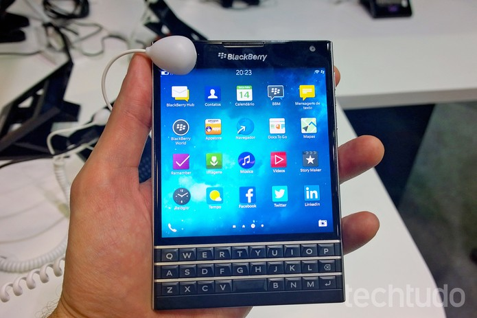BlackBerry Passport tem tela quadrada de 4,5 polegadas (Foto: Fabrício Vitorino/TechTudo)