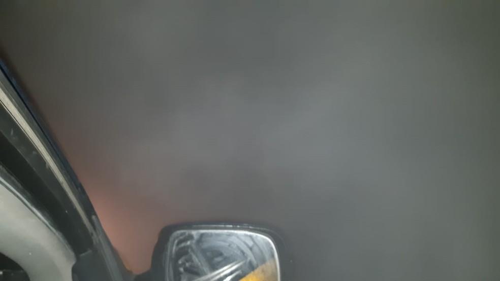 Fumaça dificulta a visibilidade dos motoristas na BR-277, em São José dos Pinhais  — Foto: Divulgação/PRF
