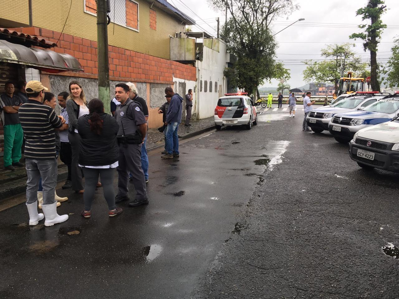 Prefeitura pede suspensão da retirada de barracas da Rua do Peixe, em Santos, SP - Radio Evangelho Gospel