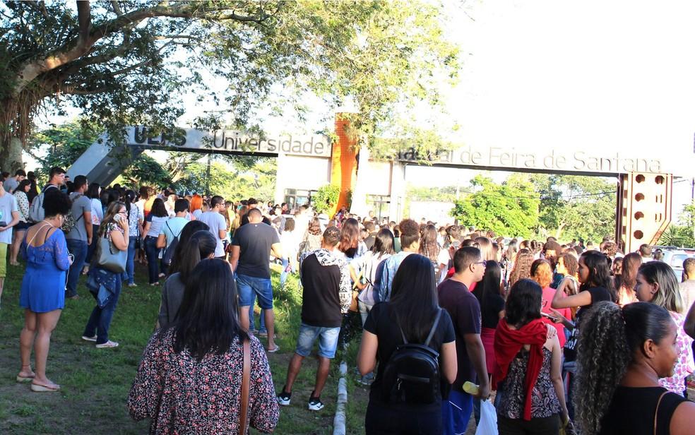 Cerca de 12.115 dos 14.475 candidatos inscritos fizeram prova neste domingo, segundo instituição de ensino. (Foto: Divulgação)