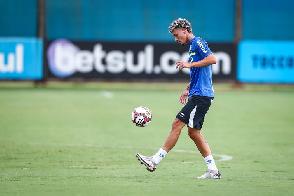 Victor Bobsin é novidade na lista de relacionados do Grêmio — Foto: Lucas Uebel/Divulgação Grêmio