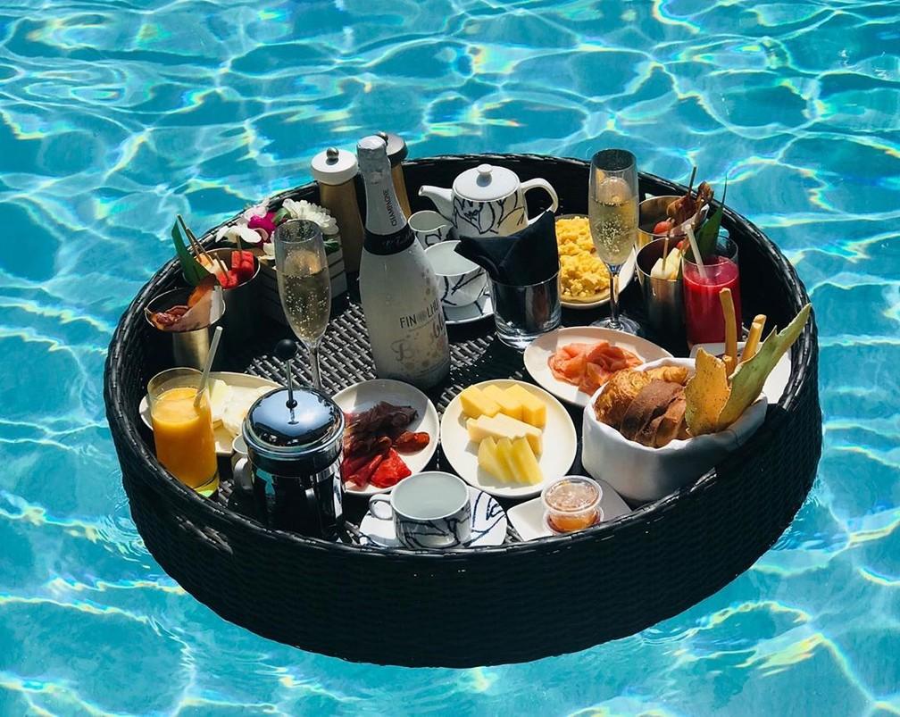 Entre tantos serviços vips, esse é um dos serviços de café da manhã do hotel  — Foto: Reprodução Instagram