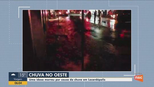 Idosa morre após geladeira cair sobre ela durante alagamento em SC, diz Defesa Civil