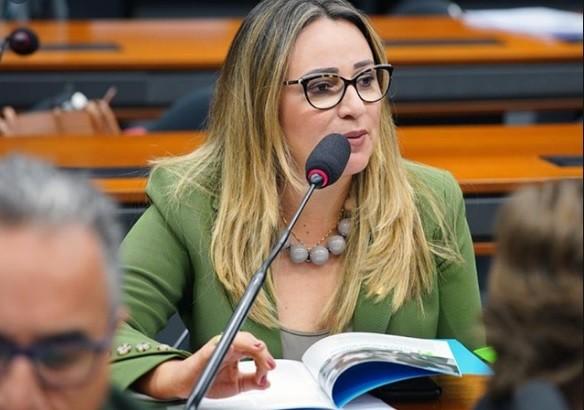 Deputada federal Rejane Dias testa positivo para a Covid-19