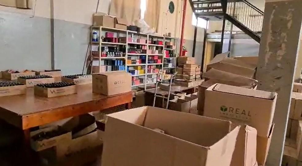 Polícia Civil apreende perfumes falsificados em fábrica em Limeira — Foto: Wagner Morente/Guarda Municipal de Limeira