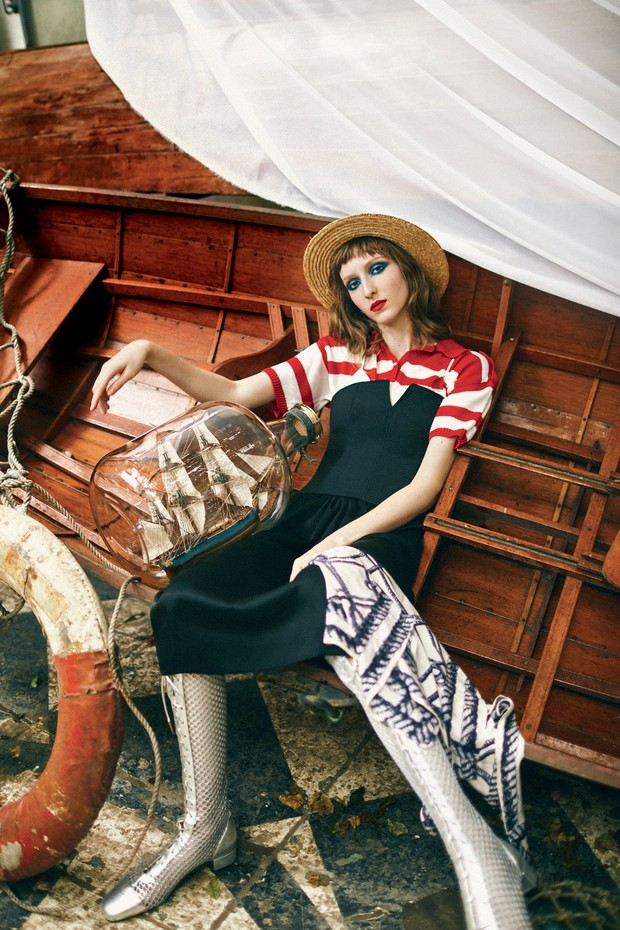 Polo Frou Frou Brechó (R$ 248), vestido Diane Von Furstenberg (R$ 2.450), chapéu Forever 21 (R$ 129), lenço Frou Frou Brechó (R$ 112) e botas Dior (R$ 7.400) (Foto: Ivan Erick)