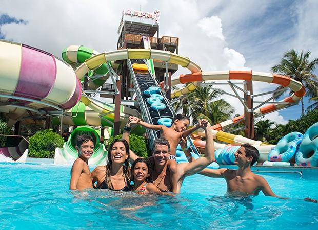 Márcio Garcia e família no Beach Park (Foto: Divulgação)