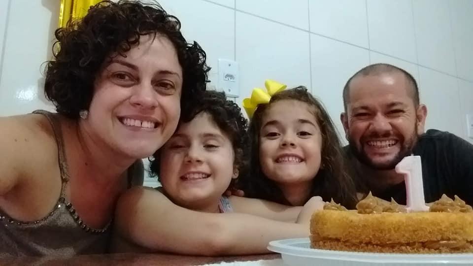 Um ano após transplante, menina que motivou fila para doação de medula óssea vai voltar à escola: 'Muito feliz'