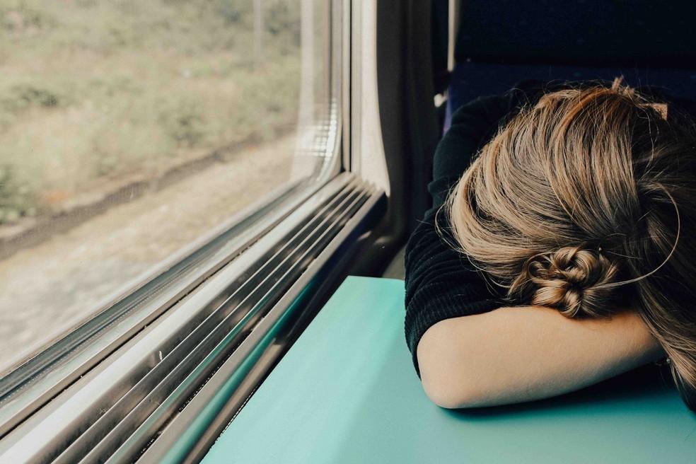 Medicamentos para depressão também são receitados para combater o desequilíbrio químico no cérebro, restabelecendo a produção de serotonina — Foto:  Abbie Bernet/Unsplash