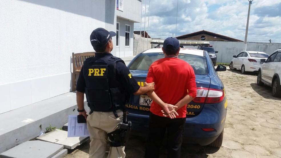 Condutor foi encaminhado para a unidade da Polícia Civil em Santa Inês (Foto: Divulgação/Polícia Rodoviária Federal)