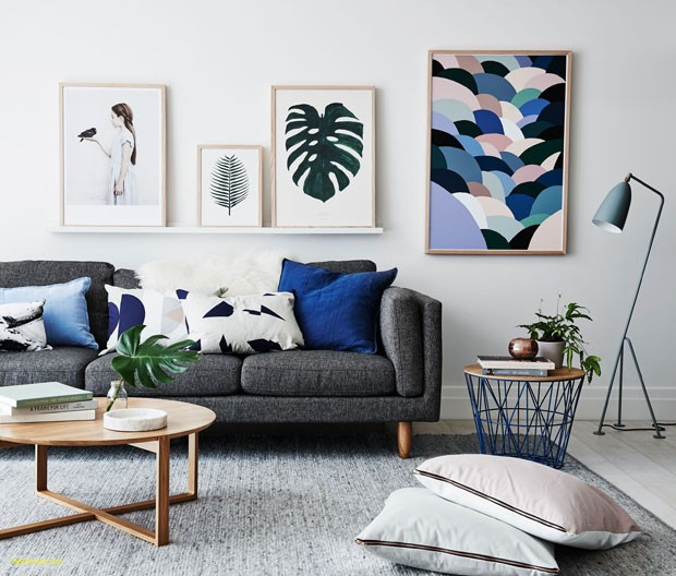 living room ideas uk grey Fresh living room with bold pictures grey sofa and assorted cushions for (Foto: Reprodução/Divulgação)
