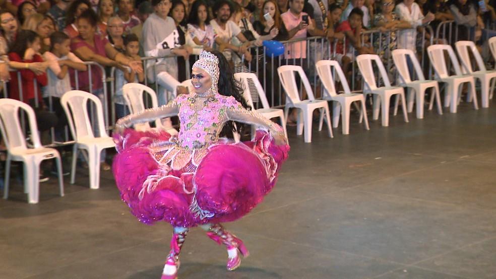Perlla Rachelly, da Moleka 100 Vergonha, foi eleita Rainha da Diversidade, no São João 2019 de Campina Grande — Foto: TV Paraíba/Reprodução