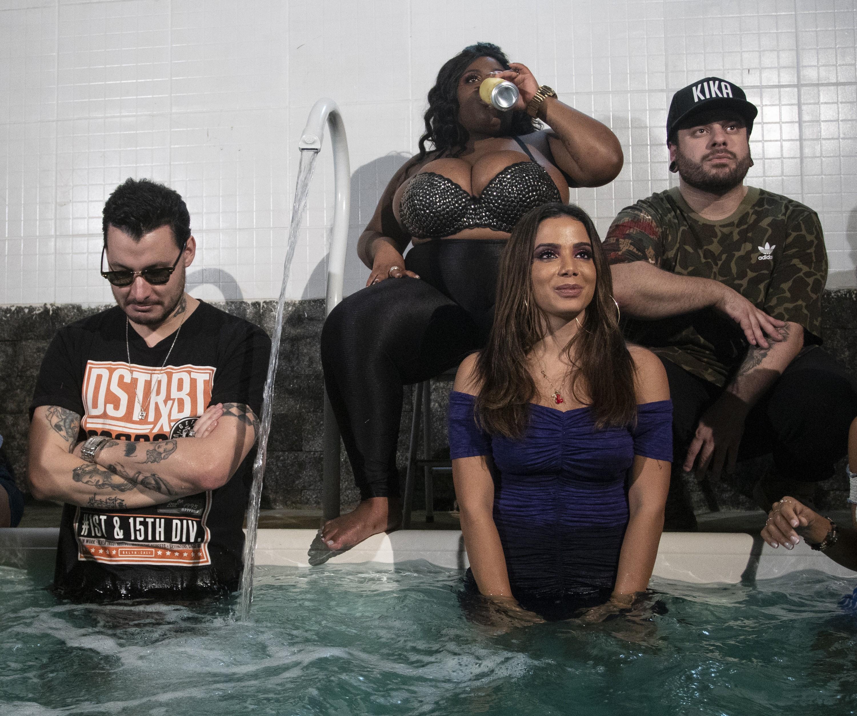 """Anitta, Jojo Todynho e o duo Seakret nos bastidores do clipe de """"Perdendo a Mão"""" (Foto: Divulgação)"""