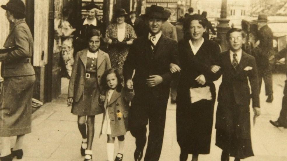 Os pais de Henri Kichka se mudaram para a Bélgica para escapar do antissemitismo — Foto: Arquivo pessoal/BBC