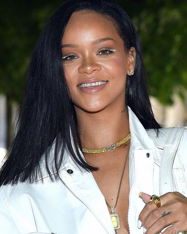 Rihanna aposta em delineado branco (Foto: Reprodução/Instagram)