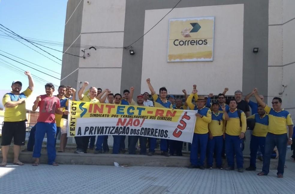 Servidores dos Correios de Mossoró em ato durante greve no Rio Grande do Norte — Foto: Assessoria de Imprensa/Sintect-RN