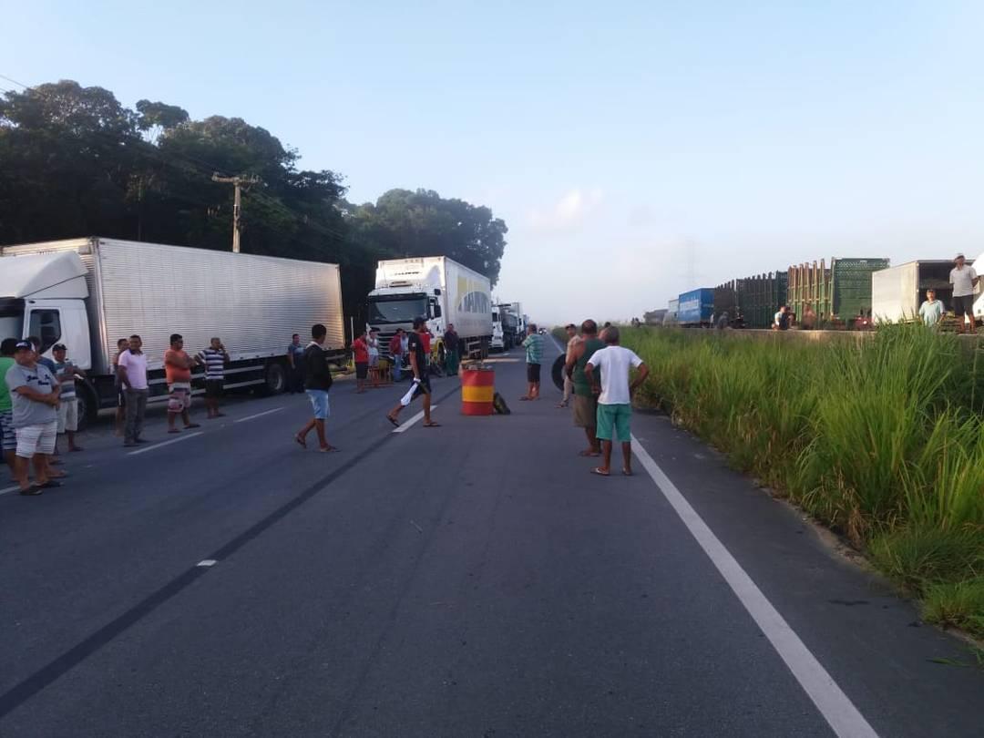 Protesto de caminhoneiros chega ao segundo dia consecutivo em Alagoas