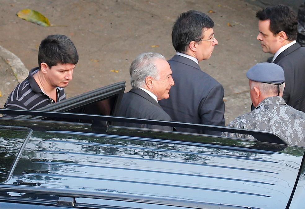 O ex-presidente Michel Temer (MDB), preso desde quinta-feira da semana passada, chega após transferido ao Comando de Policiamento de Choque da Polícia Militar, localizado na Luz, região central de São Paulo — Foto: Nacho Doce/Reuters
