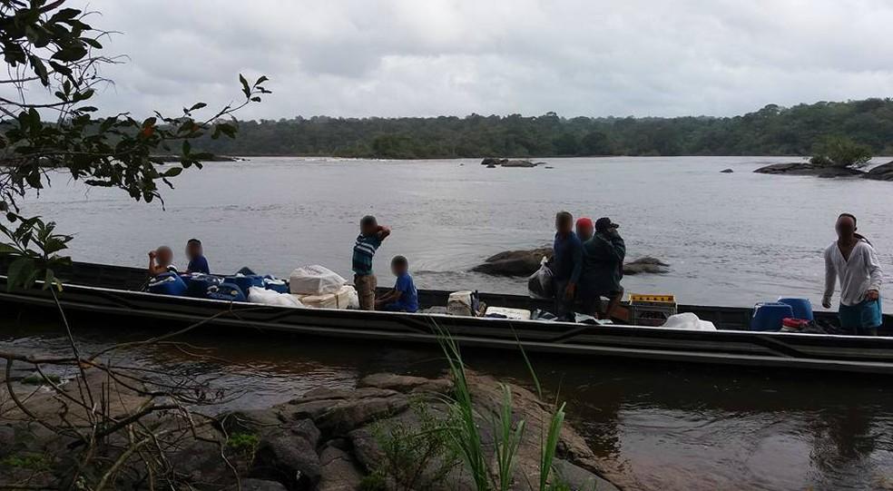 Operação contra o garimpo ilegal no rio Oiapoque, na fronteira com a Guiana Francesa, em 2016 — Foto: Divulgação/Polícia Civil