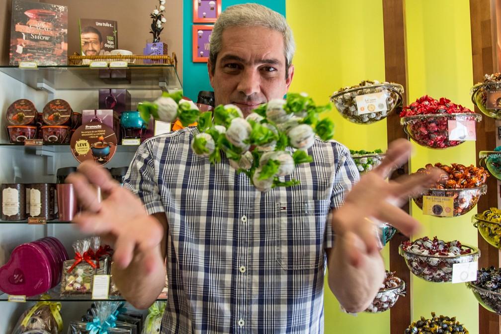 Laércio Dimov, 50, decidiu comprar uma franquia ao ser demitido depois de trabalhar 20 anos com call center (Foto: Fabio Tito/G1)
