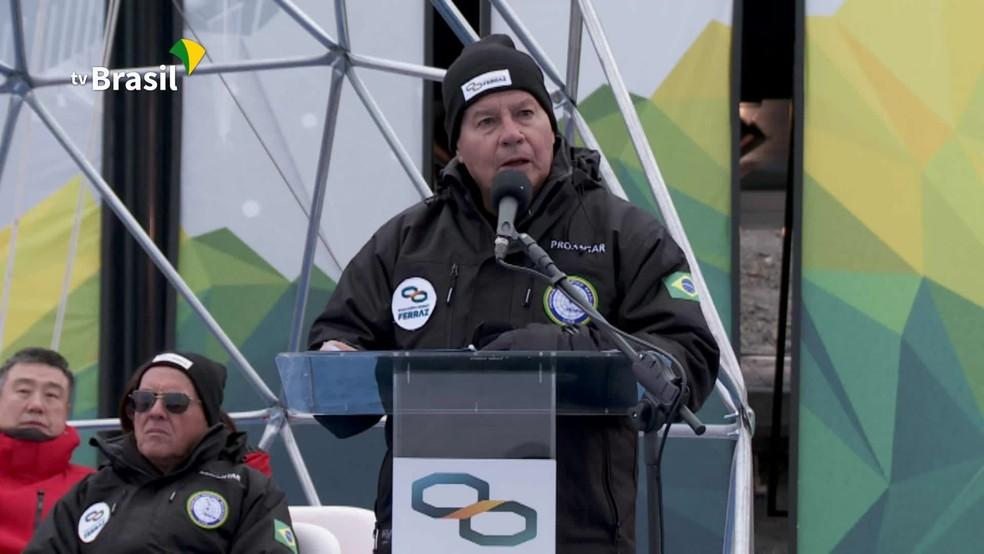 Em cerimônia com Mourão, Brasil inaugura base na Antártica — Foto: Reprodução/NBR