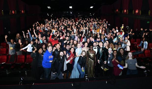 Estrelas invadem cinema (Foto: Reprodução / Twitter)