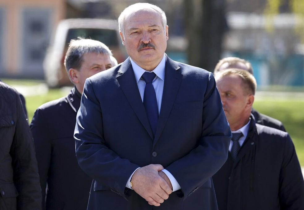 O presidente de Belarus, Alexander Lukashenko, conhecido como 'o último ditador da Europa', em foto de 26 de abril — Foto: Sergei Sheleg/Pool via AP