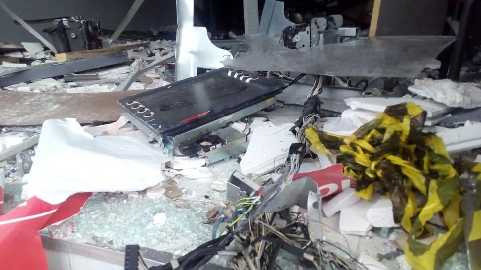 Banco foi explodido em Boqueirão, no Agreste da Paraíba (Foto: Felipe Valentim/TV Paraíba)