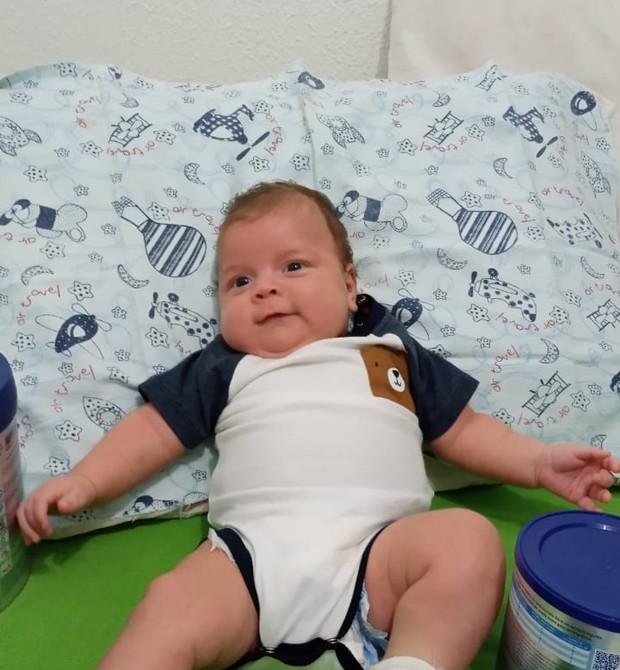 Após cerca de um mês no hospital, o pequeno recebeu alta (Foto: Arquivo pessoal)