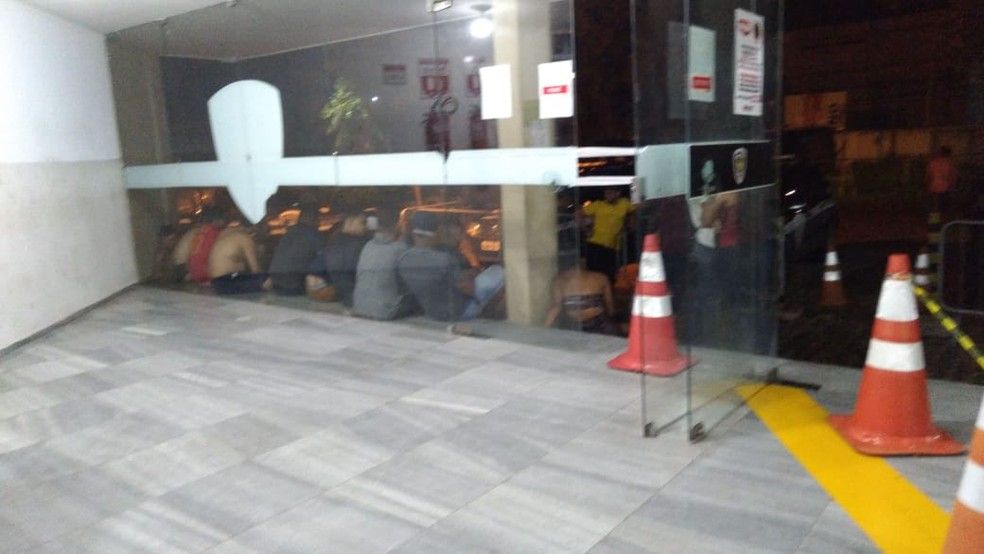 Grupo foi levado para a Central de Flagrantes em Natal — Foto: Reprodução