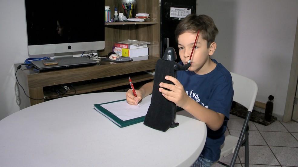 Criança grava vídeo para alertar sobre autismo, no ES  — Foto: Wagner Martins/ TV Gazeta