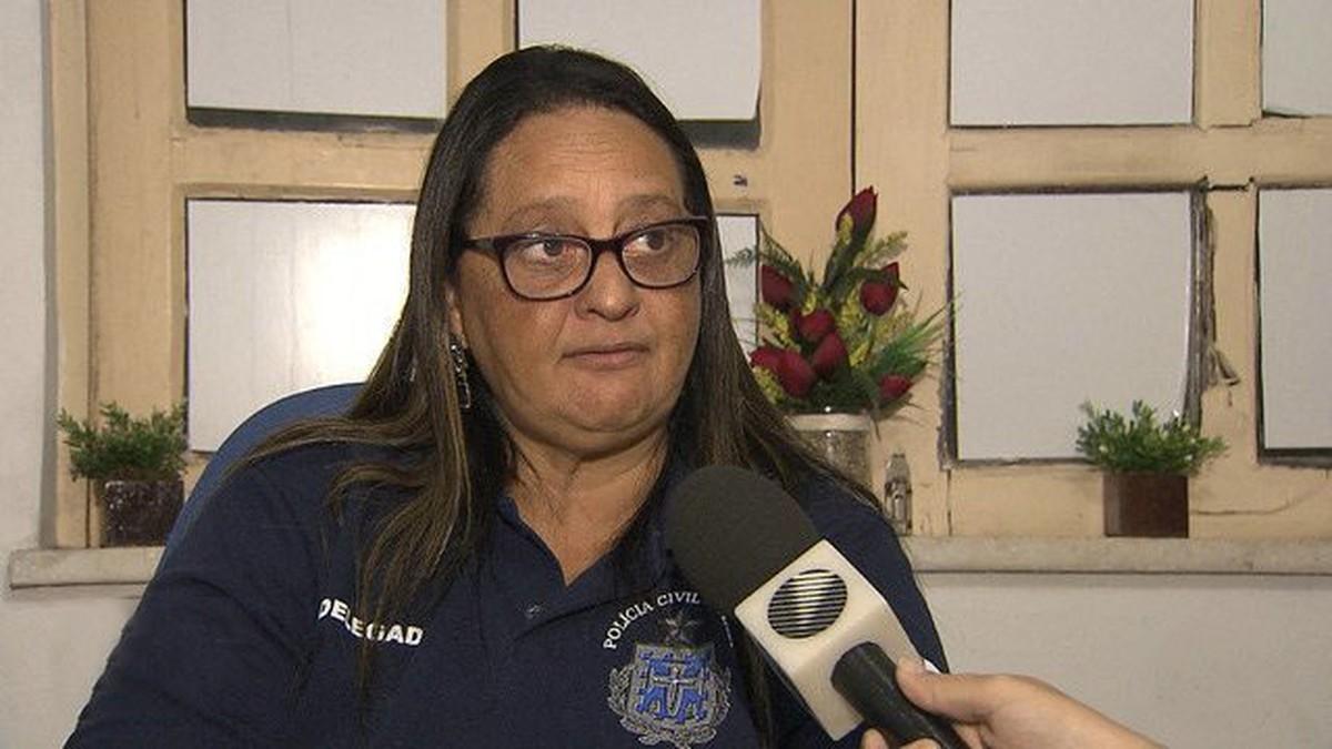 Polícia Civil investiga delegada por permitir que 'estranho' com submetralhadora participasse de operação em casa de jogos na BA