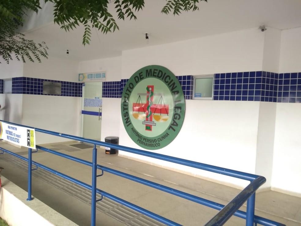 Os corpos foram encaminhados ao Instituto de Medicina Legal de Petrolina.  — Foto: Andréa Meireles / TV Grande Rio