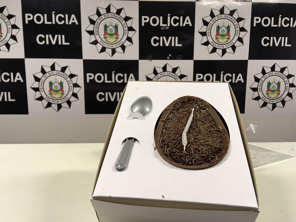 Chocolate misturado com maconha era vendido com cigarro da droga como brinde (Foto: Divulgação/Polícia Civil)
