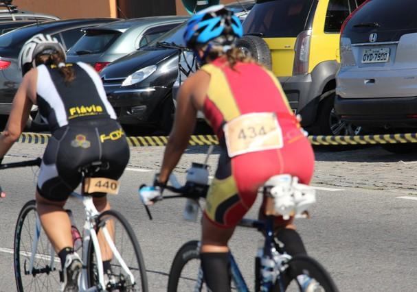 Aluna da equipe Fox em prova de triatlo (Foto: Reprodução)