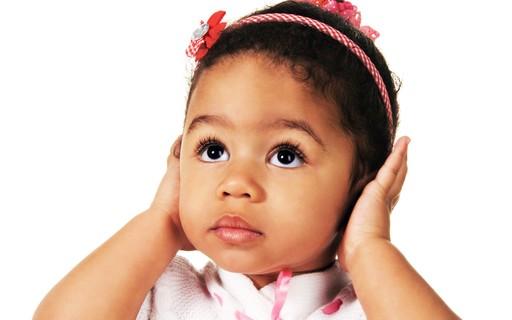 Como saber se a criança tem deficiência auditiva? - Revista Crescer | Saúde