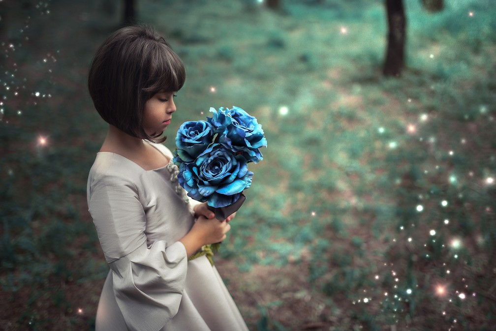 Valentina, de 9 anos, é a personagem principal do livro escrito pela mãe em Passos (MG) (Foto: Tatane Borges)