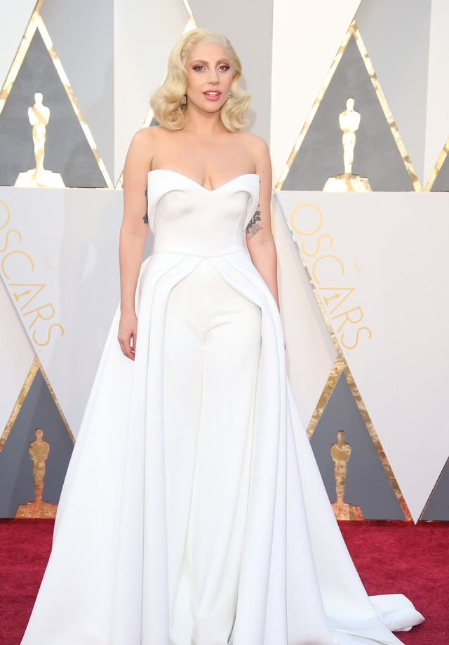 Lady Gaga no Oscar de 2016, de Brandon Maxwell (Foto: Getty Images)