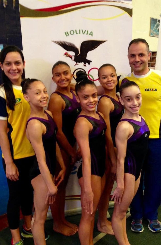 Jack Silva (segunda ginasta da esquerda para a direita) fez parte da seleção brasileira de ginástica nas categorias de base  — Foto: Reprodução/Facebook