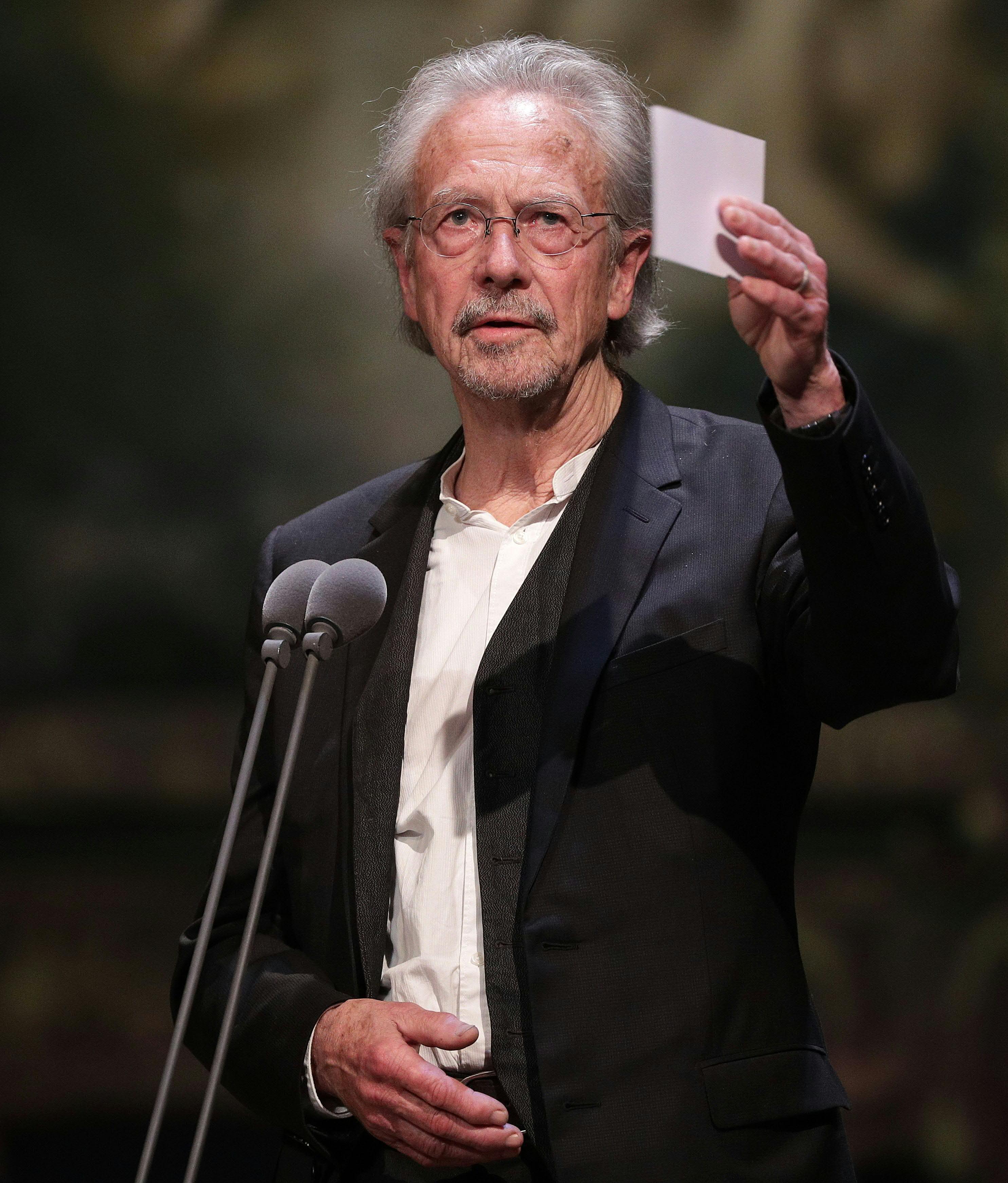 Academia Sueca defende escolha de  Peter Handke no Nobel de Literatura de 2019 - Notícias - Plantão Diário