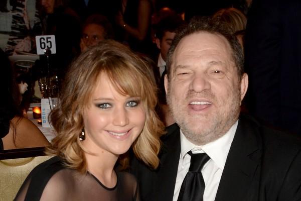 A atriz Jennifer Lawrence e o produtor Harvey Weinstein em um evento em Hollywood no ano de 2013 (Foto: Getty Images)