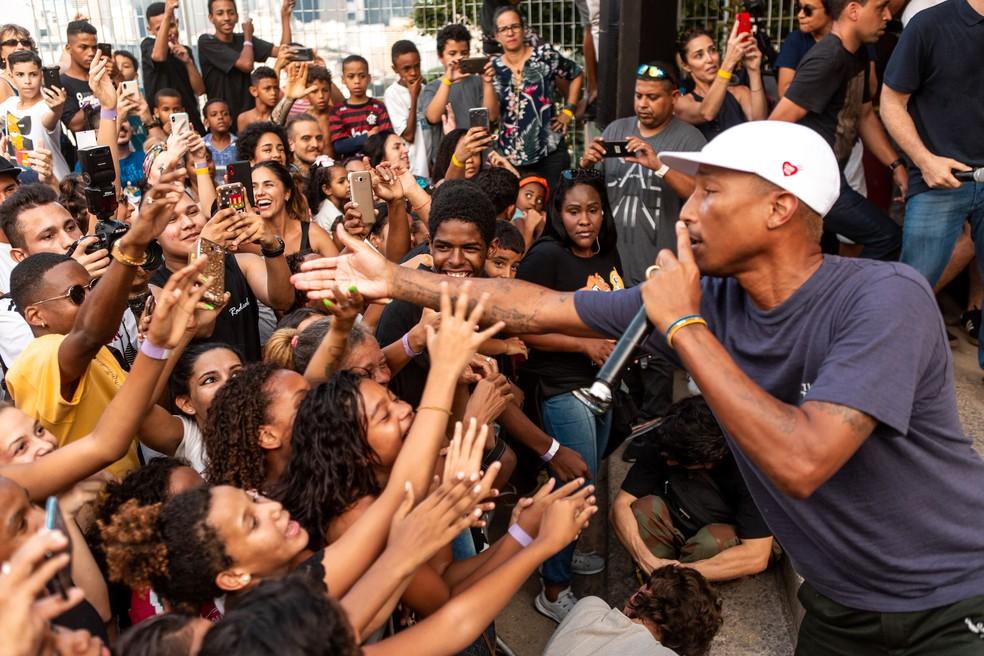 Pharrell Williams encantou os fãs em show do Morro da Providência — Foto: Fabiano Battaglin/Gshow
