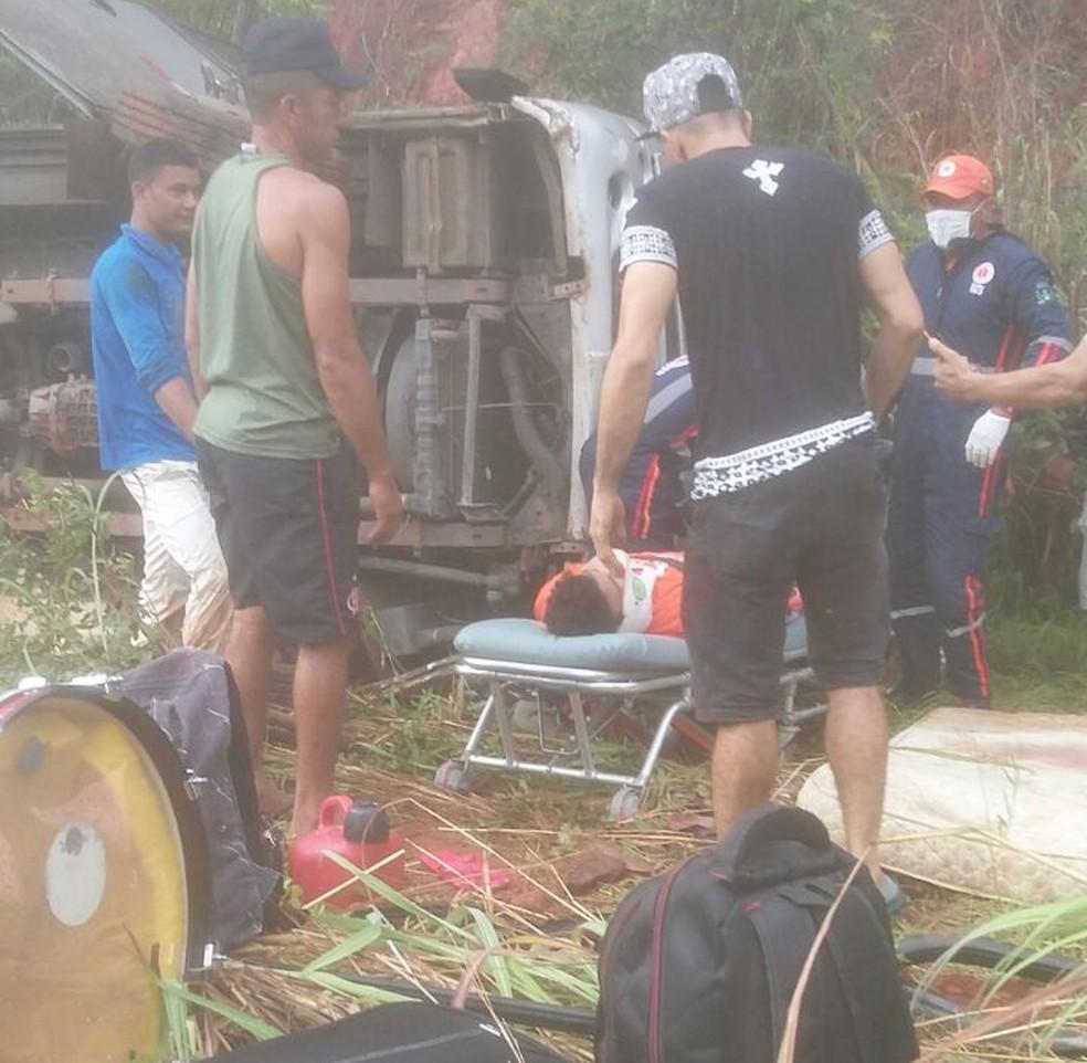 Acidente com van deixa morto  filho  do  cantor  Cristiano Neves  na BR-135