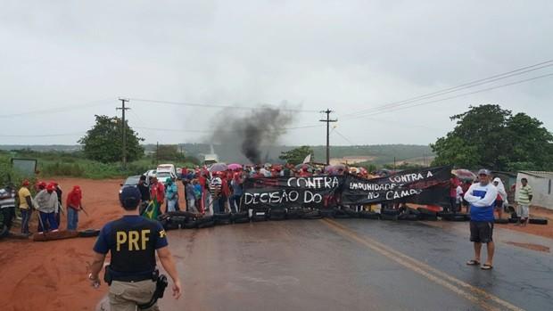 Resultado de imagem para BRs interditadas RN  durante protesto de sindicalistas são liberadas